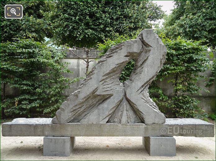 Force Et Tendresse Sculpture In Jardin Des Tuileries