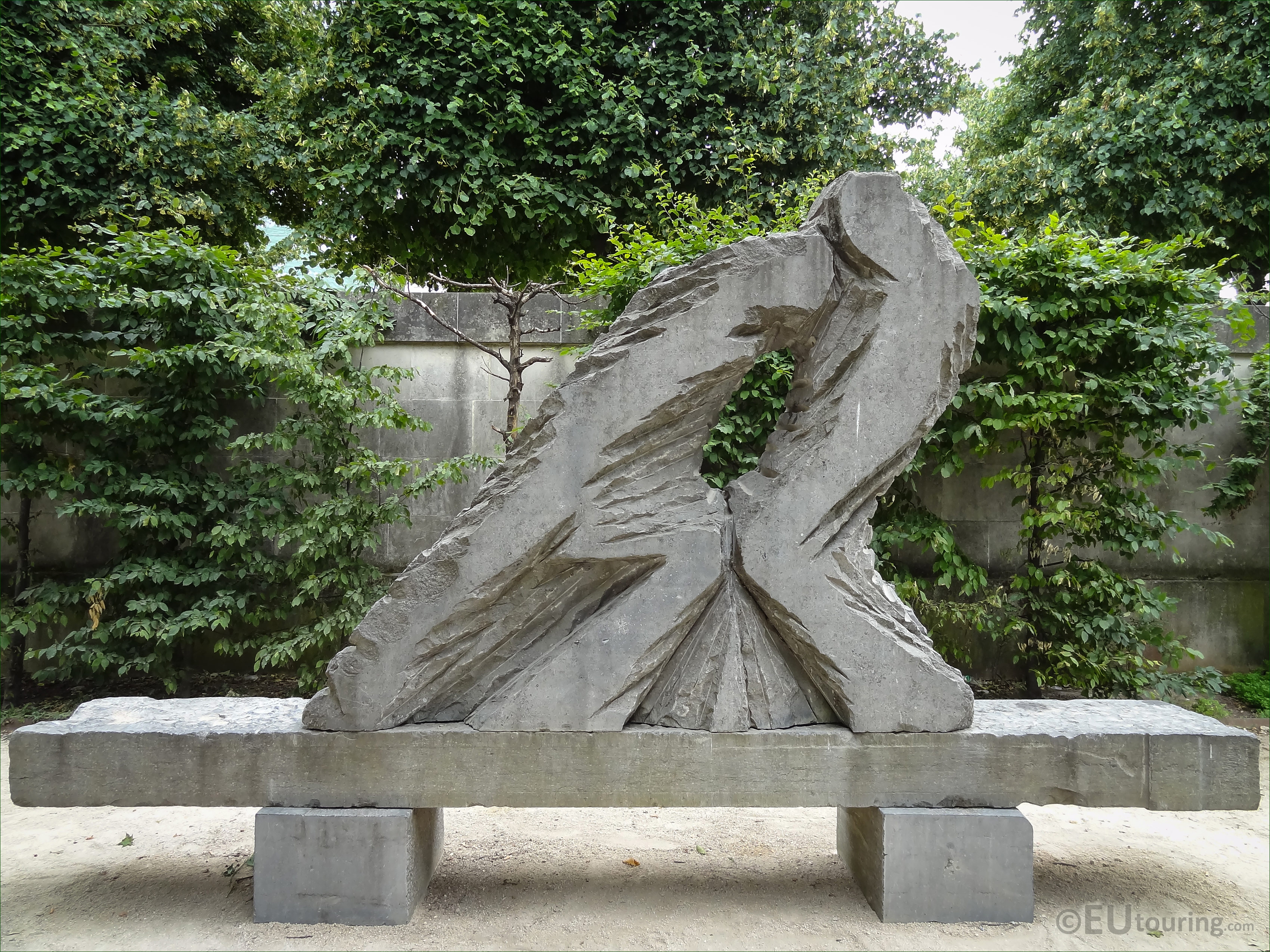 Force et tendresse sculpture in jardin des tuileries page 726 - Statues jardin des tuileries ...