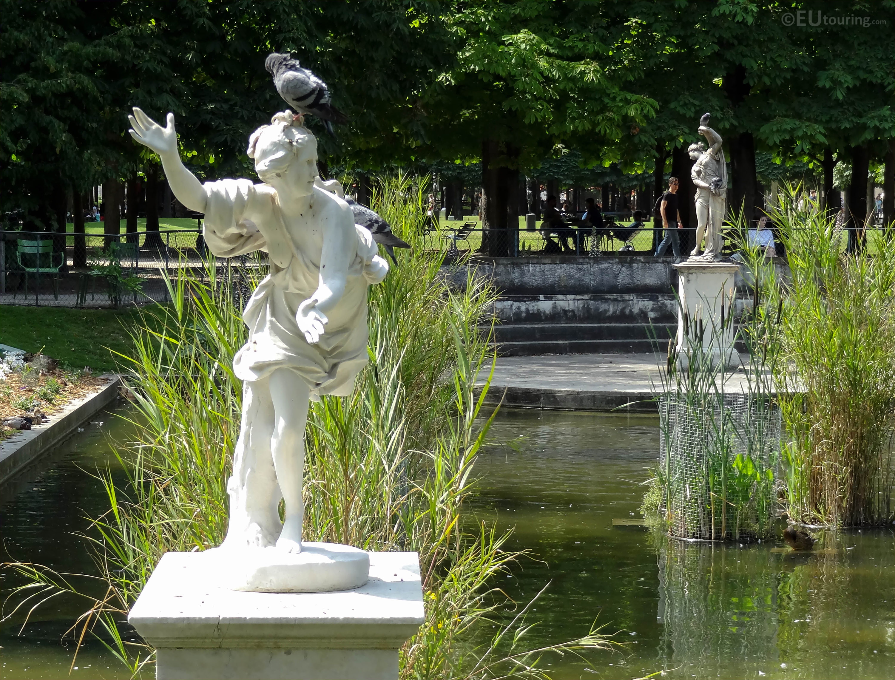 south side daphne statue in jardin des tuileries page 718. Black Bedroom Furniture Sets. Home Design Ideas