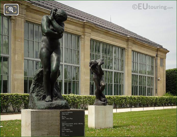 Meditation Avec Bras Statue Next To Musee De l'Orangerie