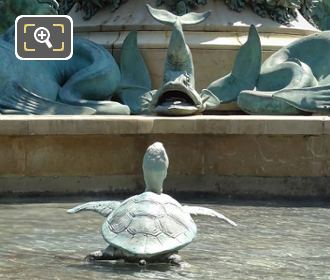 Dolphin Statue On l'Observatoire Water Fountain