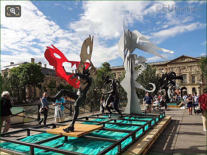 LHS Of Dans La Gueule Du Loup Sculpture