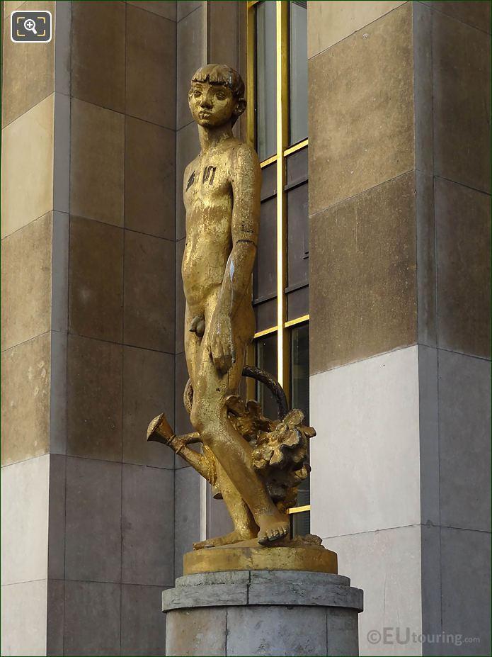 LHS Of Le Jardinier Statue