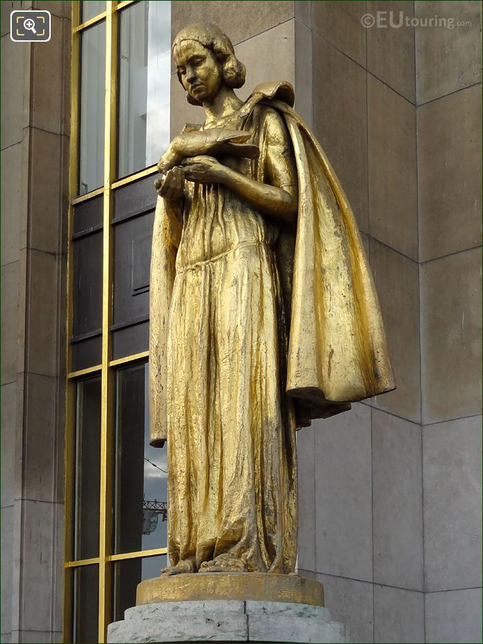 LHS Les Oiseaux Statue