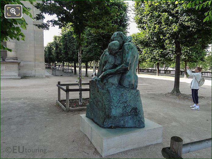 Le Baiser On Terrace De l'Orangerie In Jardin Tuileries