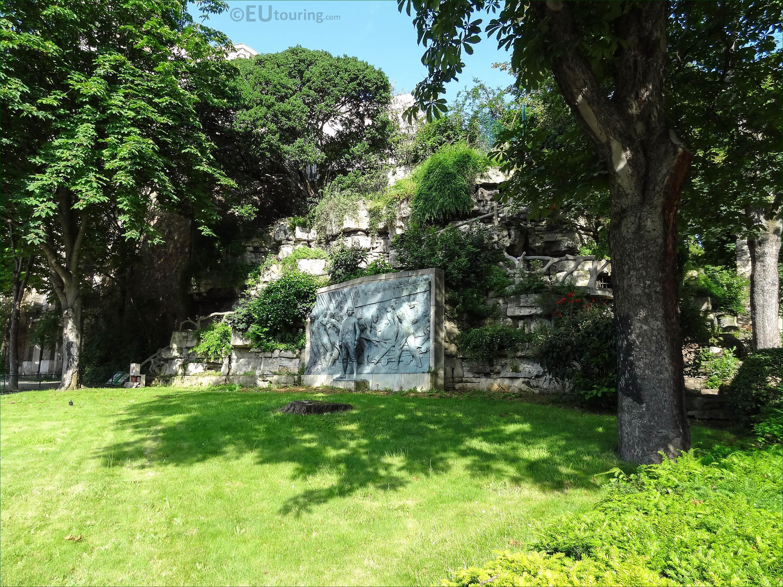 Monument amiral de grasse with statue in trocadero gardens for Jardin trocadero