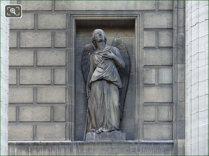 Saint Michel Statue Eglise Madeleine
