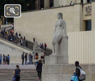 Jardins Trocadero Sandstone La Femme Statue