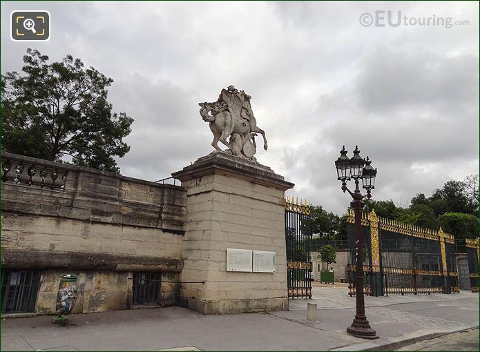 Tuileries Grdns West Entrance With Mercure Monte Sur Pegase