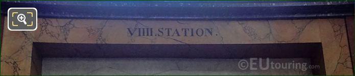VIIII Station Inscription On Jesus Portant Sa Croix Sculpture