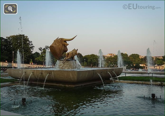 Trocadero Water Fountain With Bull And Deer Statue