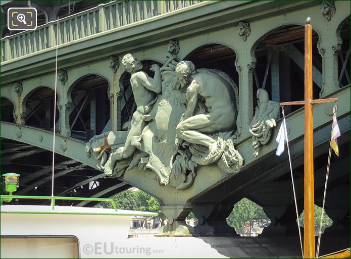 Pont De Bir-Hakeim Boatmen Statue Group