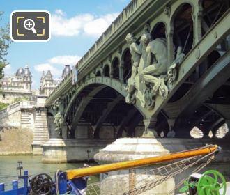 Boatmen Statue On Pont De Bir-Hakeim South Side