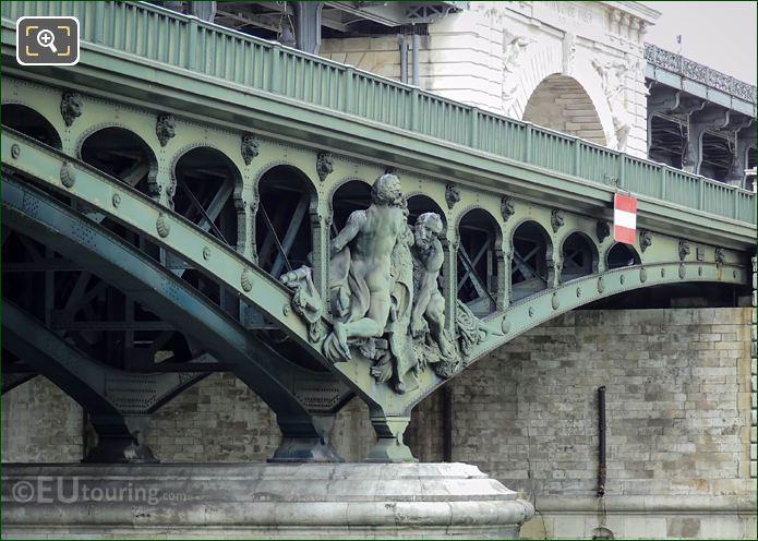 Pont De Bir-Hakeim North Pier With Boatmen Statue Group