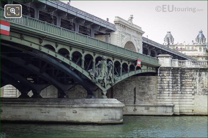 Pont De Bir-Hakeim North Side Arches With Boatmen Statue Group