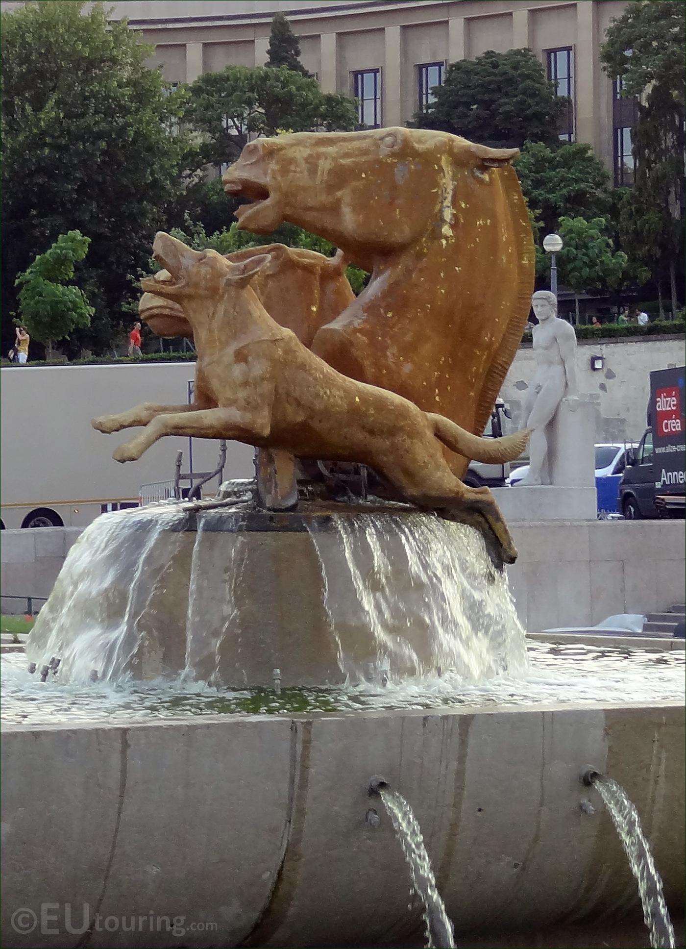Photo of horses and dog statues in the trocadero gardens for Aquarium de paris jardin du trocadero
