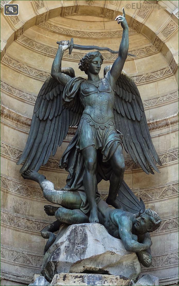 Saint Michel Terrassant Le Demon Statue