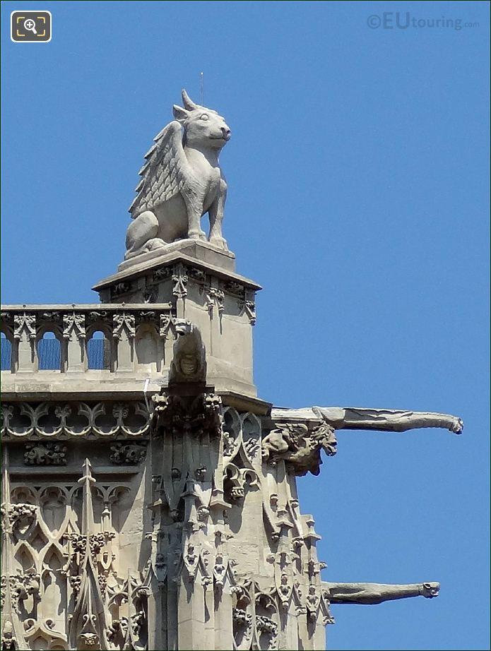 Tour Saint Jacques Statue