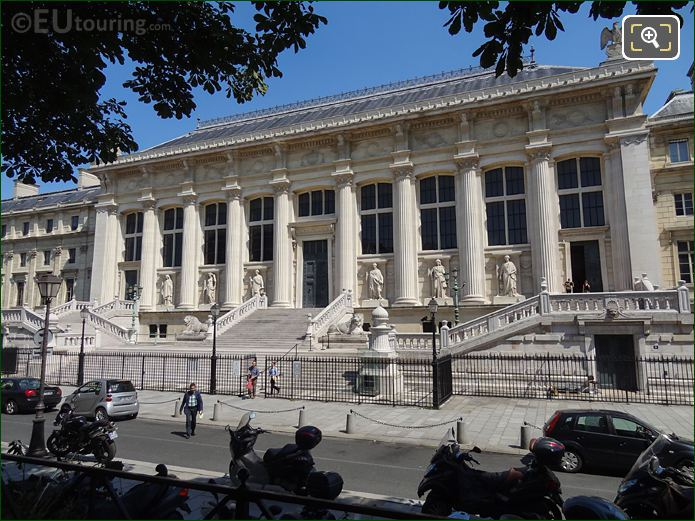 Palais De Justice West Faced Along Rue De Harlay