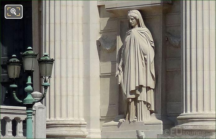 Palais de Justice La Prudence Statue