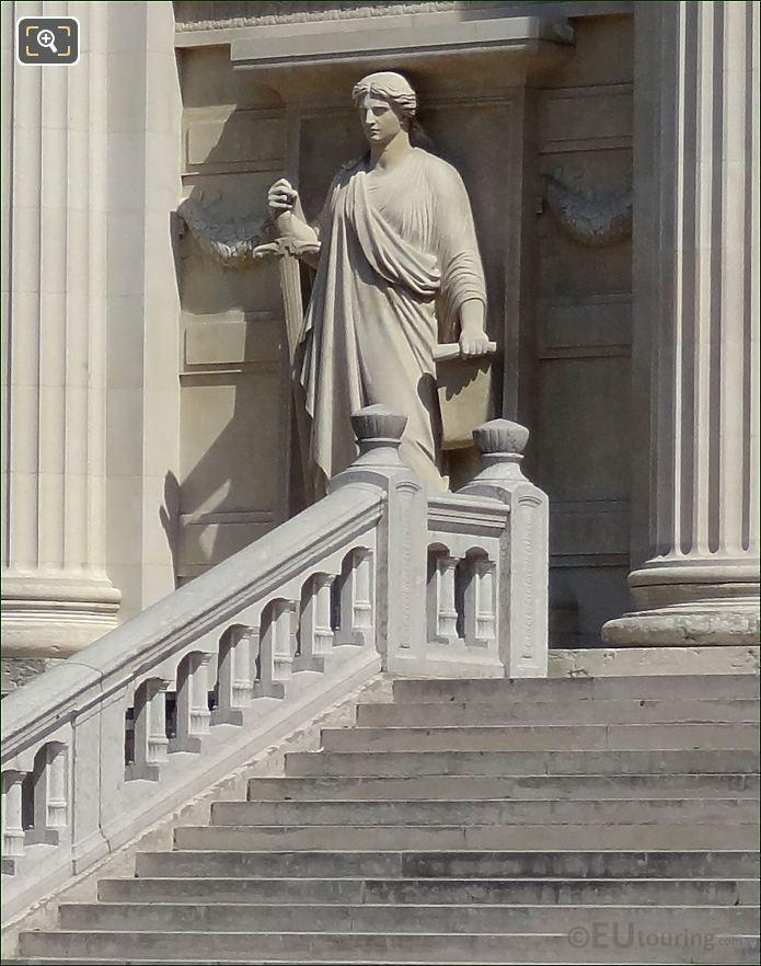 Palais de Justice Le Chatiment Statue