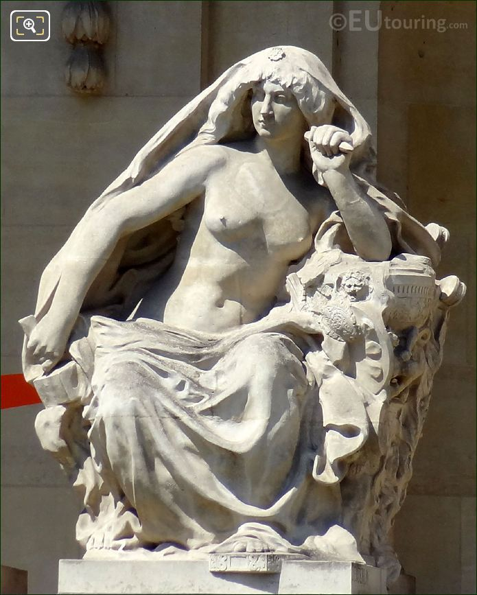 Stone Statue At The Grand Palais