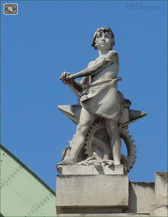 Grand Palais La Paix Statue