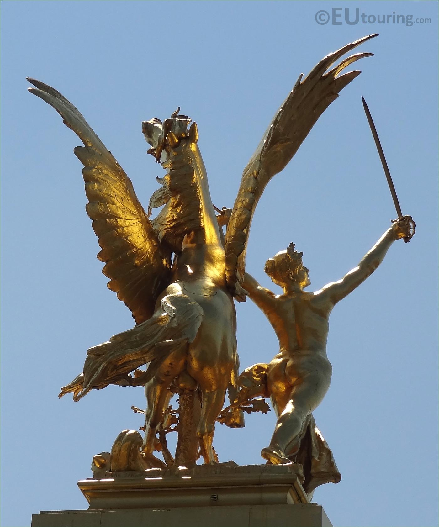 File:Golden statue on Pont Alexandre III 3.jpg - Wikimedia