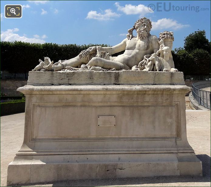 Le Nil Statue At The Tuileries