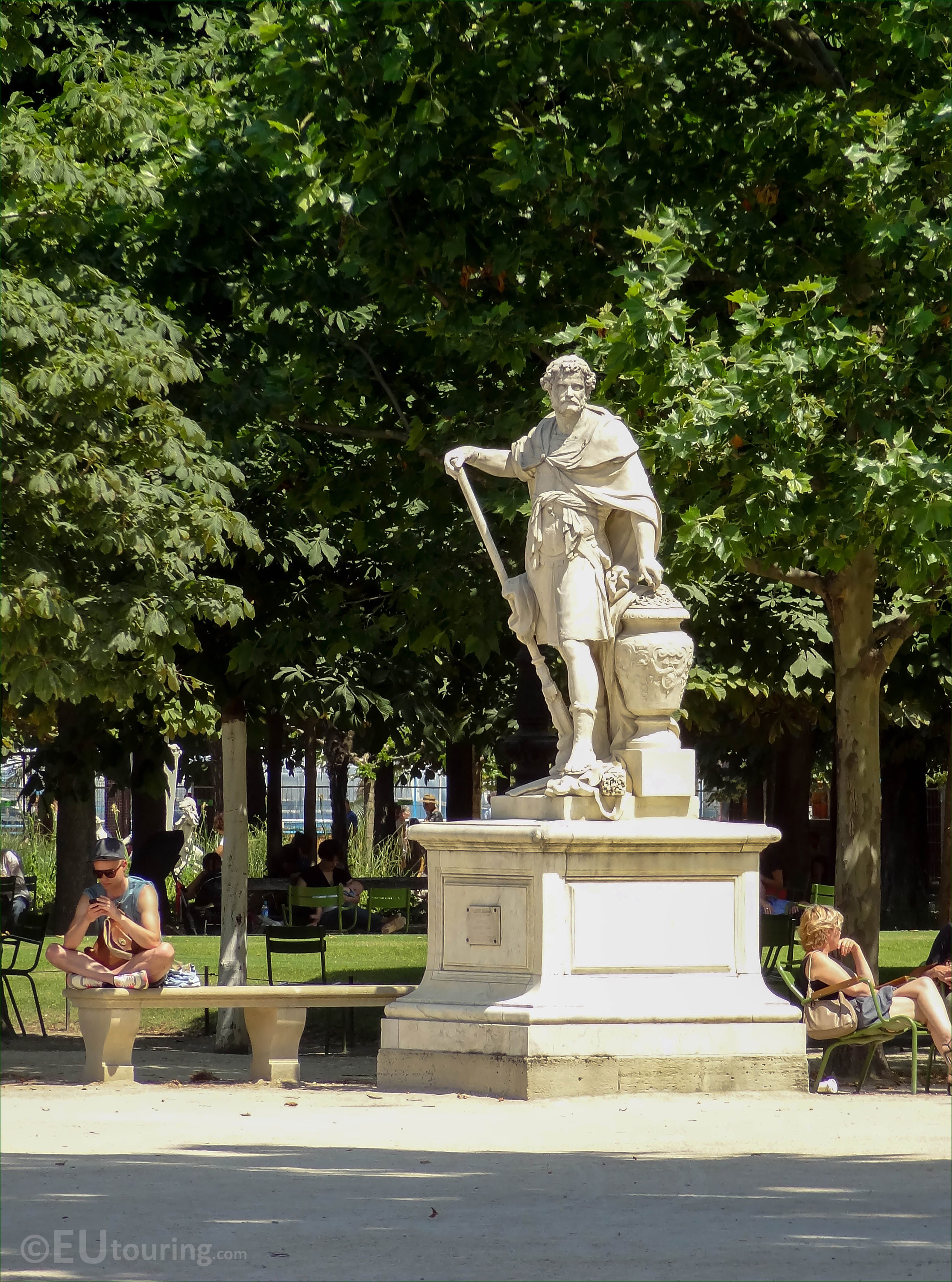 s of Hannibal statue in Jardin des Tuileries Page 112
