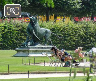 Tigresse Portant Un Paon A Ses Petits Statue Inside Jardin Des Tuileries