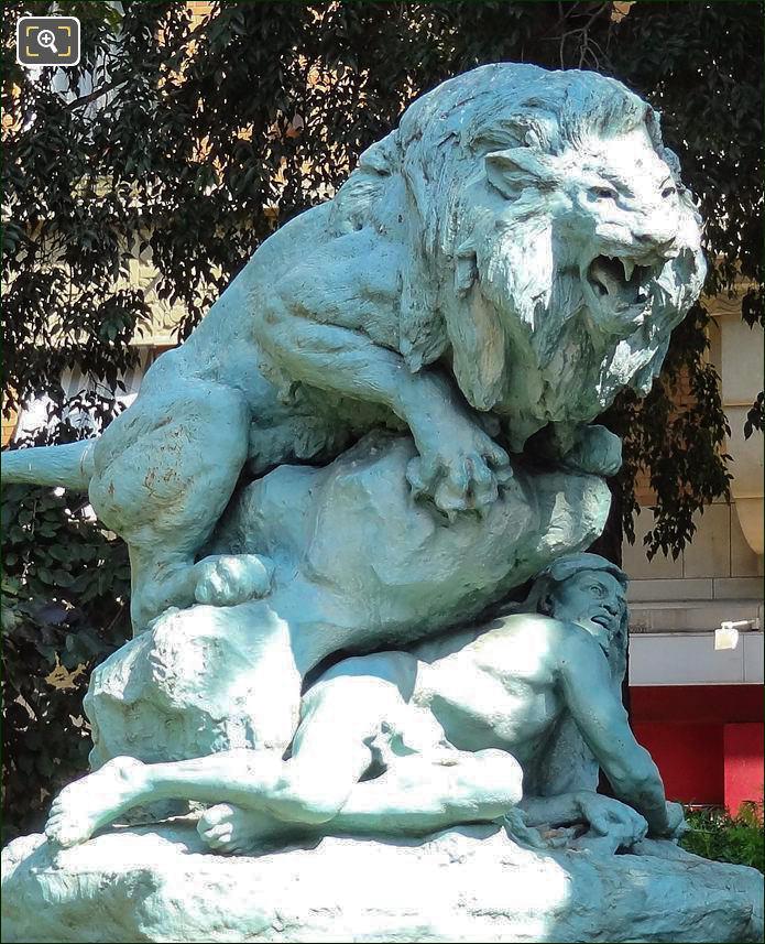 Drama in the Desert statue