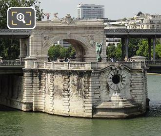 The Renaissance France Monument On Pont De Bir-Hakeim