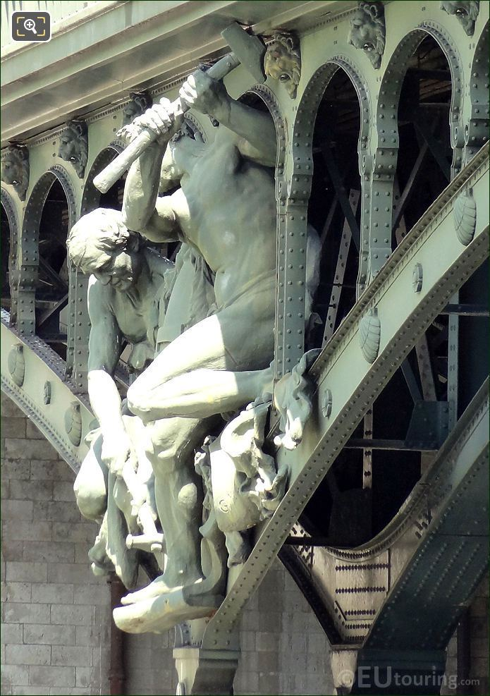 Pont De Bir-Hakeim Les Forgerons Riveteurs Statue