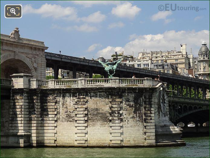 Pont De Bir-Hakeim With Monument De La France Renaissante Sculpture