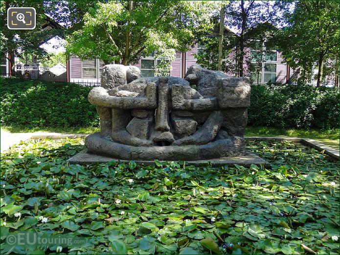 La Demeure X Statue Paris