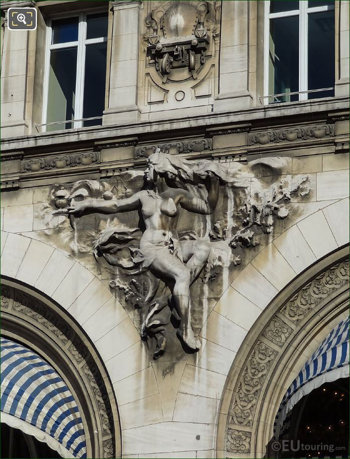 Gare De Lyon La Vapeur Sculpture