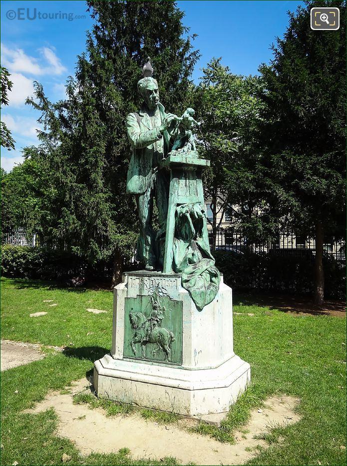 Emmanuel Fremiet Statue Jardin Des Plantes Paris