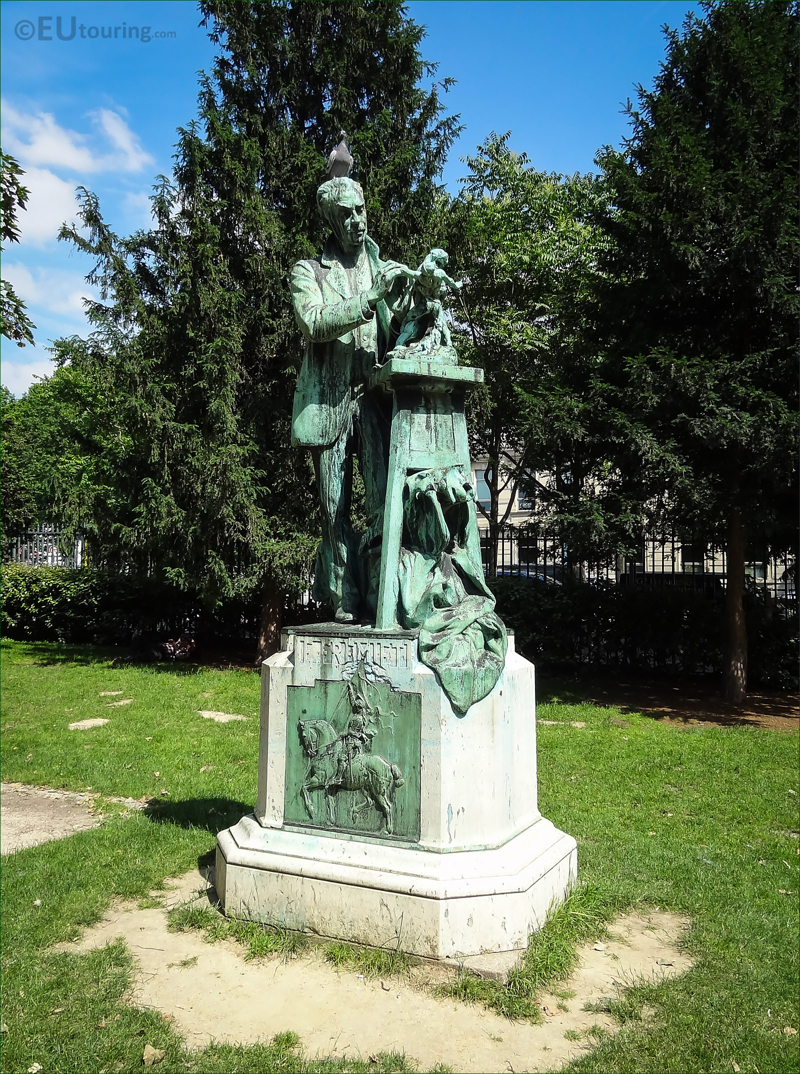 Hd photographs of emmanuel fremiet statue in paris france for Jardin plantes paris