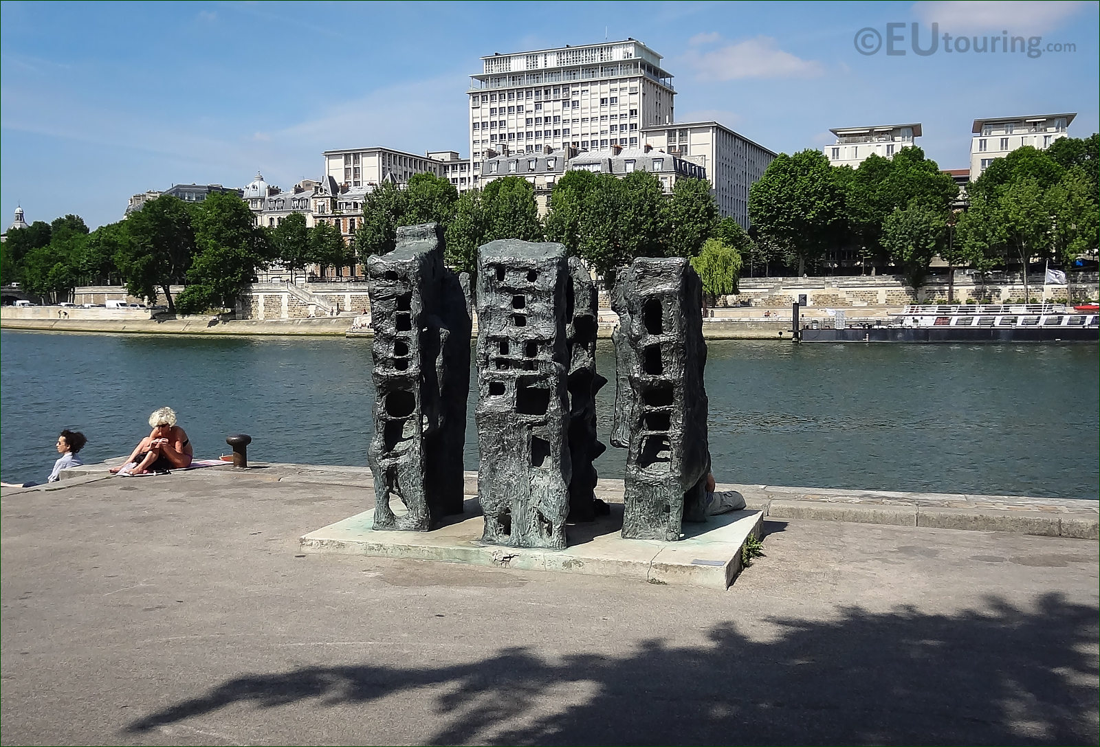 Photos of demeurre 1 sculpture in tino rossi gardens paris for Jardin tino rossi