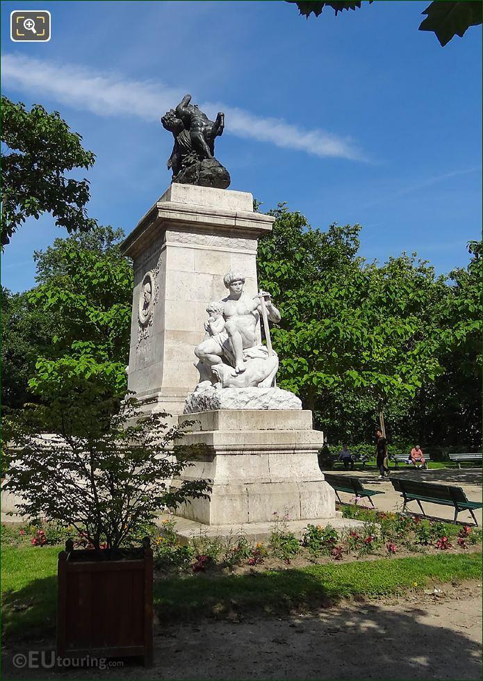 Combat Du Centaure Et Du Lapithe Statue On Barye Monument