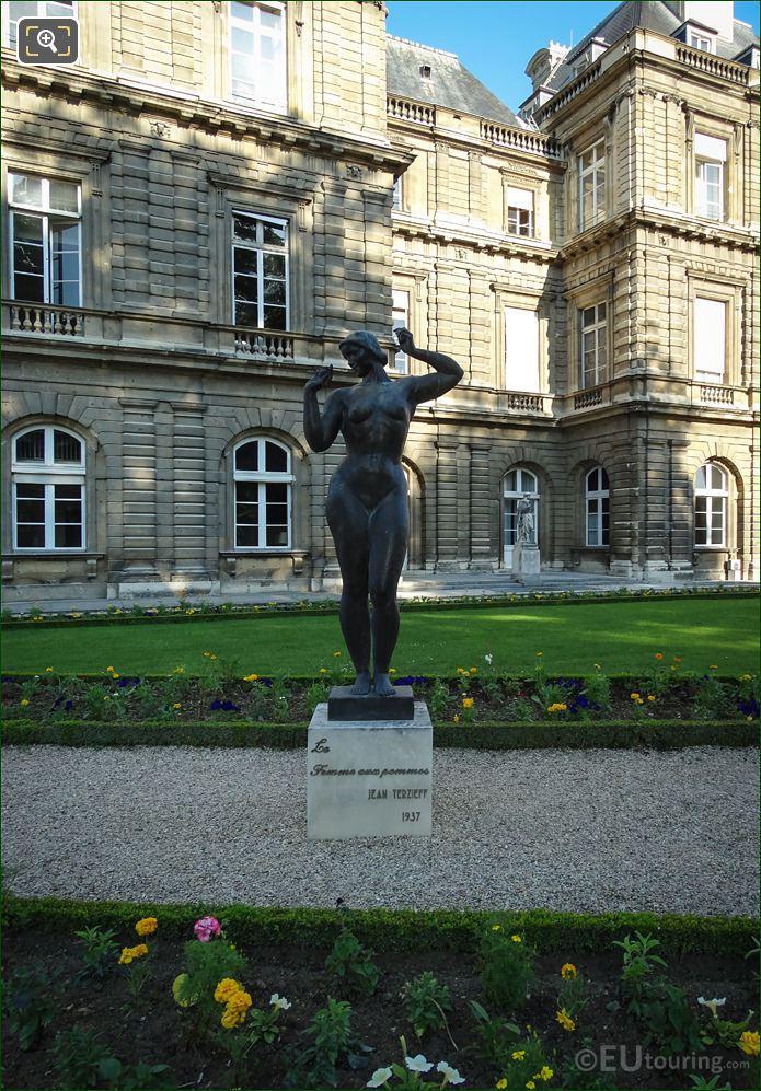 La Femme Aux Pommes Statue With Palais Luxembourg