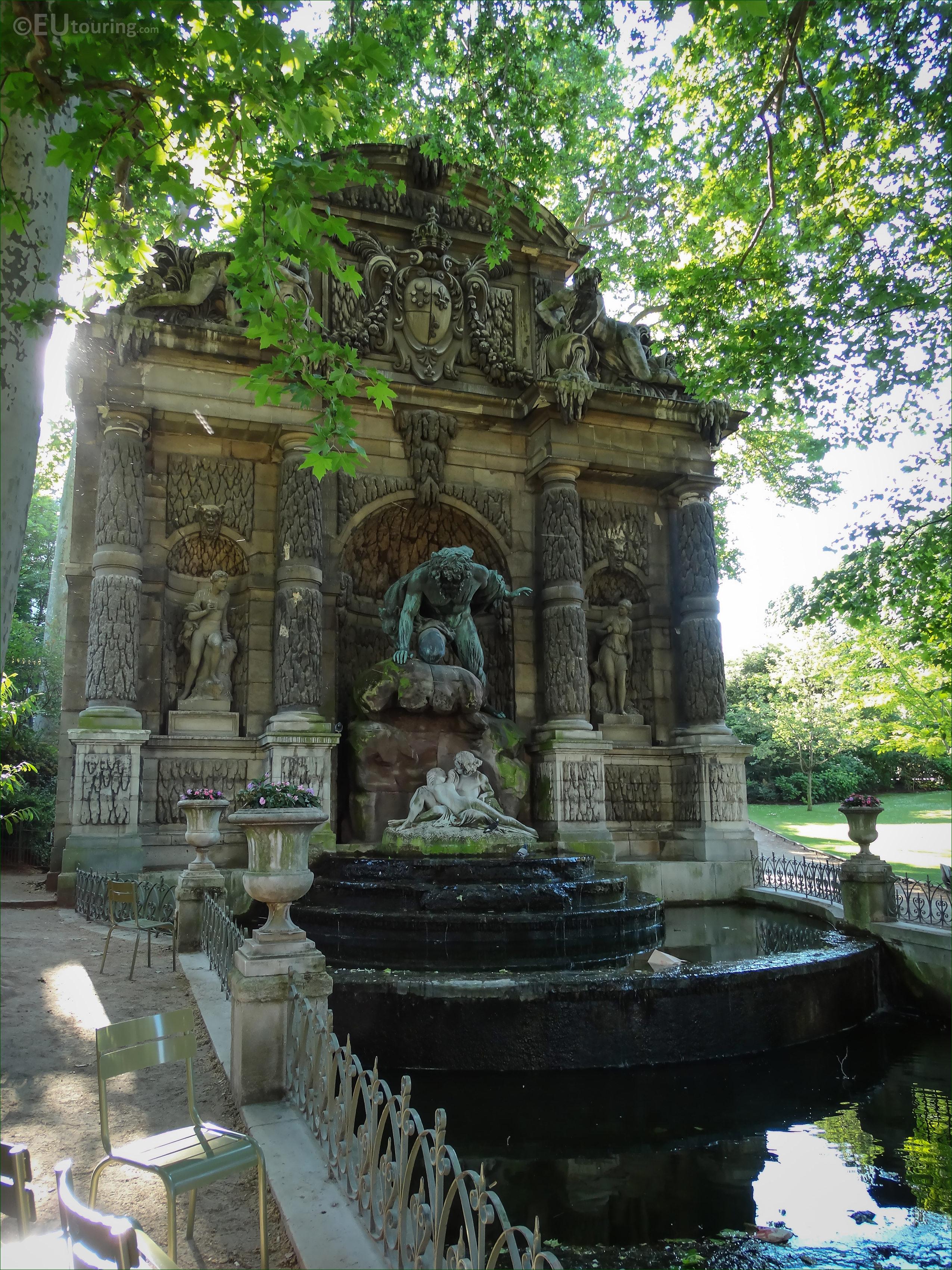 Photo Fontaine De Jardin faune statue on fontaine de medici in luxembourg gardens
