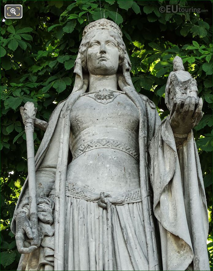 Queen Of France Statue Berthe Close Up View