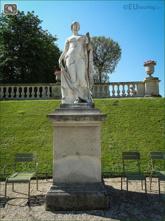 Flore Statue In Jardin Du Luxembourg
