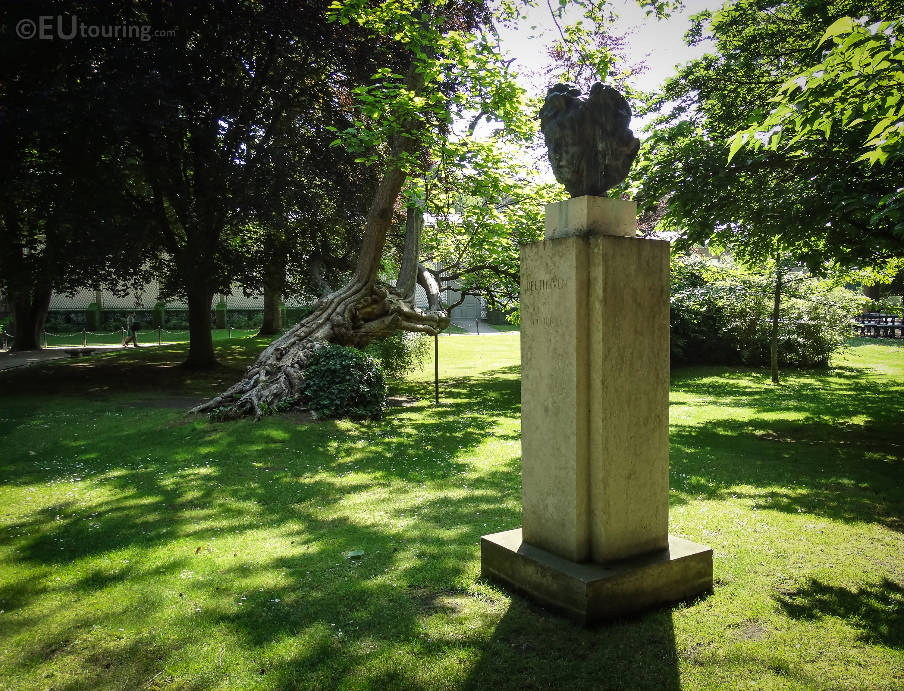 Photos of ludvig van beethoven statue in luxembourg for Definition du jardin
