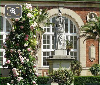 La Messagere Statue In Jardin Du Luxembourg