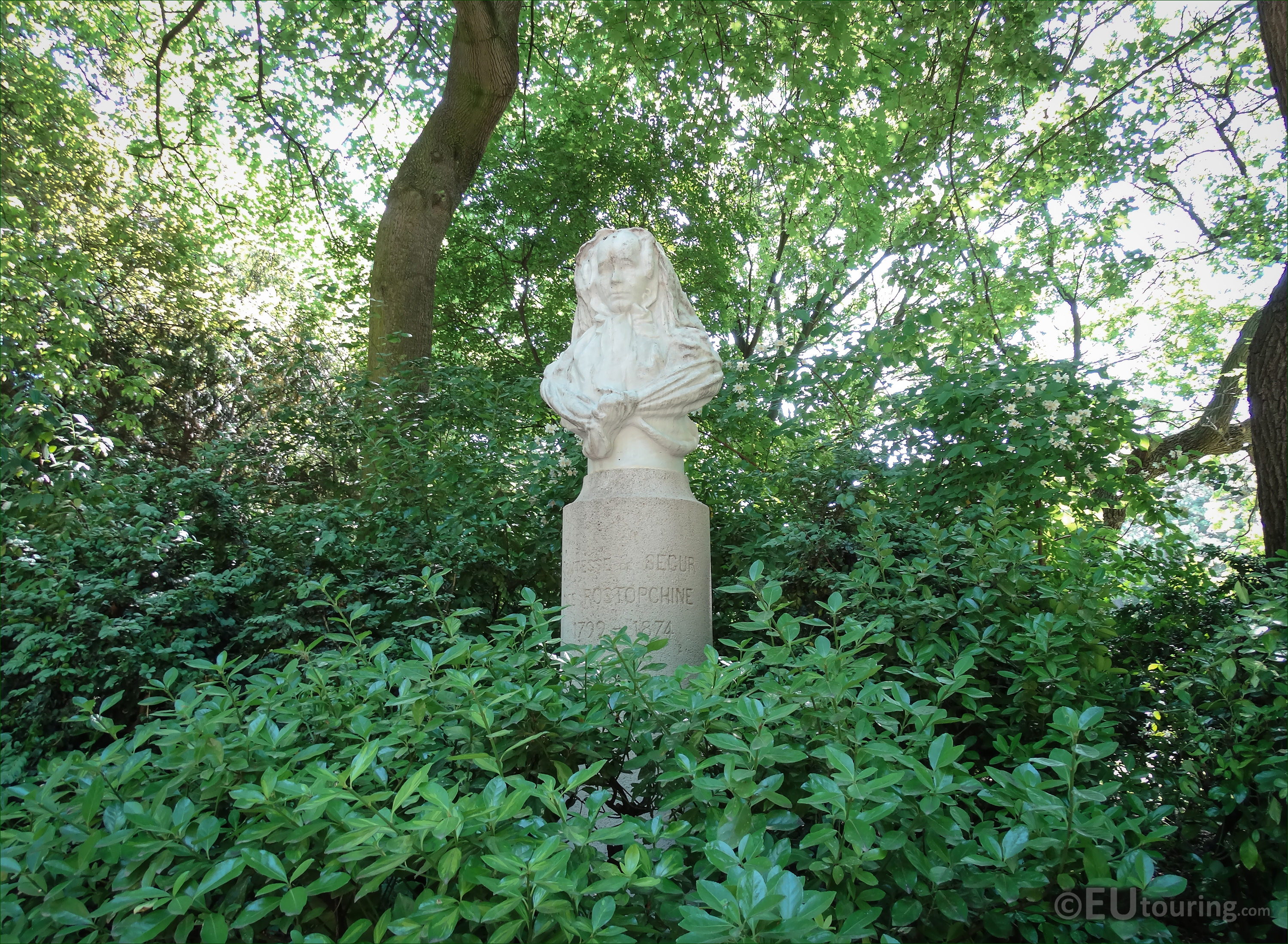 Photos of la comtesse de segur monument in luxembourg for Au jardin paris