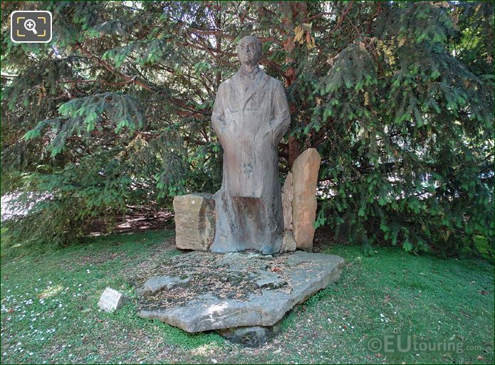 Pierre Mendes France Monument Jardin Du Luxembourg