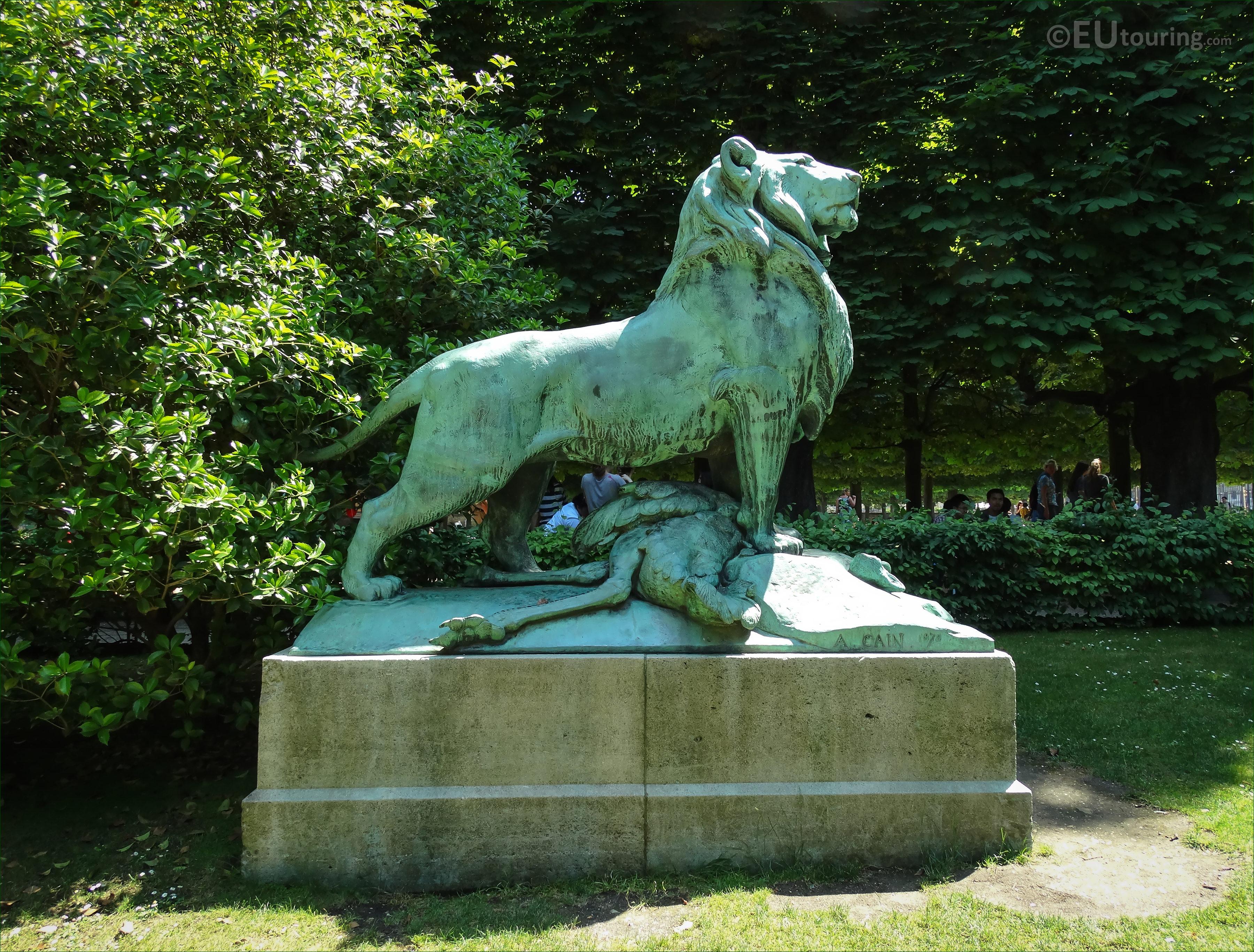 s of Le Lion de Nubie et sa Proie statue Luxembourg Gardens